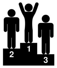 podium asymétrique premier les bras en l'air