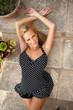 canvas print picture - attraktive Frau im Sommerkleid