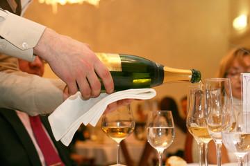 Barman pours shampane