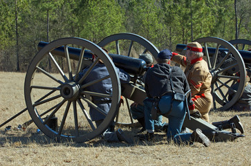 US Civil War reenactors with cannon