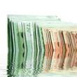 tranches de billets de 50 et de 100 euros avec reflets