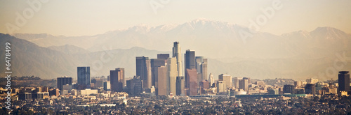 Fotobehang Los Angeles Los Angeles skyline with mountains behind
