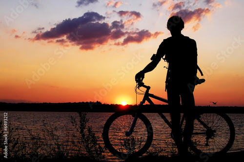 Silhouette of a cyclist admiring the sunset. t-shirt
