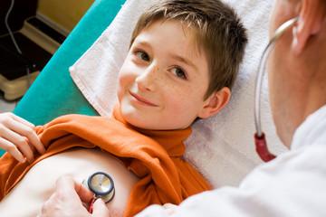 Complicité enfant et docteur