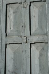 finestra grigia chiusa