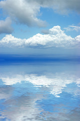 reflets de nuages sur lagon