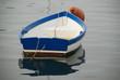 blau weißes holzboot