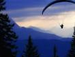 gleitschirmflieger vor alpenpanoroama - 6693211