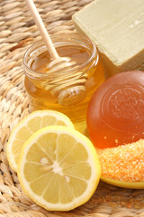 honey and lemon bath