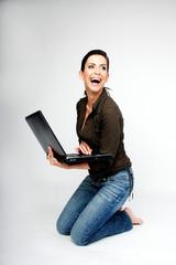 sexy frau laptop notebook mobil lachen freude
