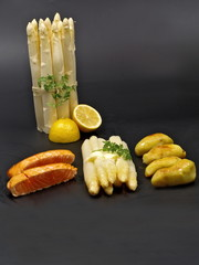 gesunder spargel mit butter,kartoffeln und lachs