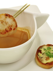 atlantik hummer bisque mit jakobsmuschel