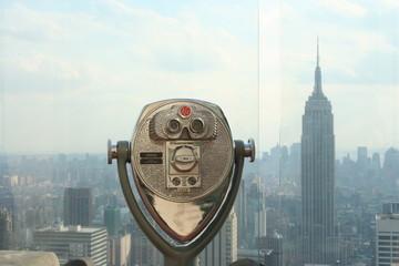 Binocolo su panoramica di new york