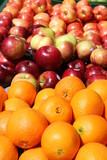 arance e mele al sole poster