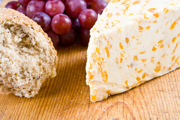 Apricot stilton cheese with grapes and bread