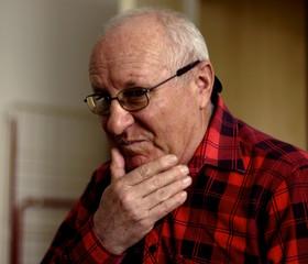 Verträumtene alte Mann