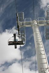 skieurs sur un telesiege