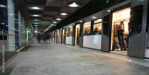 Enter the train, underground oslo (mind the gap) - 6978412