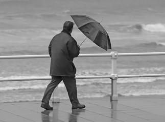 Hombre y paraguas
