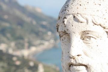 statua e panorama a ravello