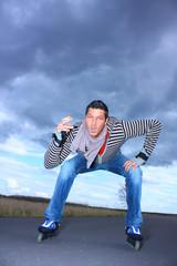 Mann Rauchen Inlineskates Jeans Zigarette Inliner