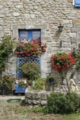 Plouharnel, Haus mit blauen Fenstern, Bretagne
