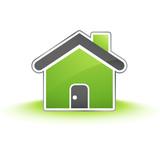 icone de maison sur terrain vert poster
