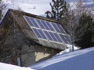 1566 - Panneaux solaires sur chalet montagnard