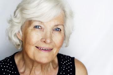 Charmante ältere Frau