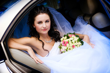 beauty in the wedding car