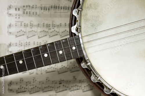 grunge banjo with score background