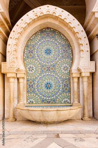 Leinwanddruck Bild Mosaic and Fountain