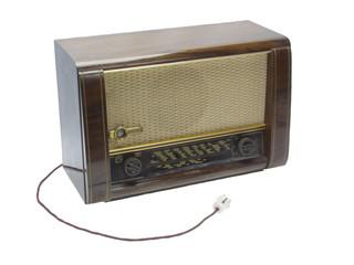 Uraltes Röhrenradio, freigestellt