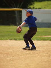 little league baseball player throwing the ball