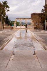 Wasserspiele neben der Kathedrale Sainte-Cécile