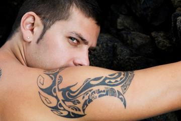Mirada y tatuaje