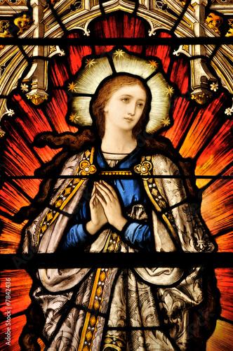 Foto op Plexiglas Bedehuis Stained Glass window of St Mary in contemplative prayer
