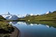 reflets dans un lac des alpes suisses