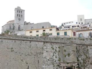 Murallas de Ibiza con dalt vila y catedral
