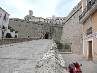 acceso a Dalt Vila en Ibiza