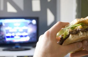 manger devant la télévison