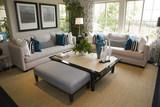 Luxusní dům obývací pokoj s moderní výzdobou.