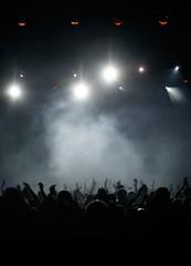 Konzert in silbernem Nebel
