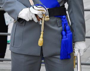 divisa militare con sciabola