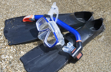 A snorkel mask and tube