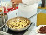 trendy frontcooking,profikoch kocht pasta,bankett gastronomie poster