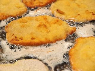 kalbsfleischschnitzel paniert,gebraten,gastronomie küche