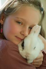 Kind mit Haustier