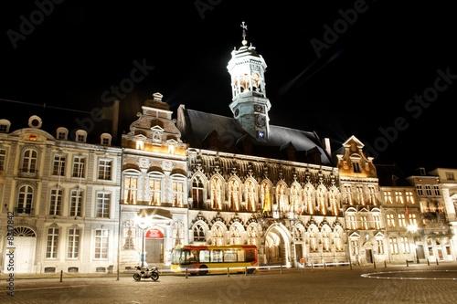 hotel de ville de mons belgique le soir photo libre de. Black Bedroom Furniture Sets. Home Design Ideas