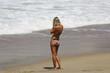 belle fille blonde sur la plage